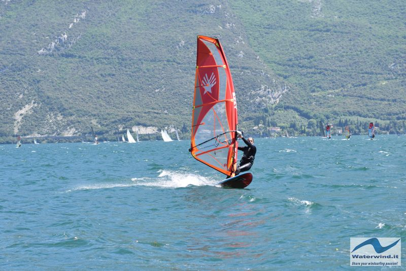 Windsurf, sail test: the Ezzy Elite 2019