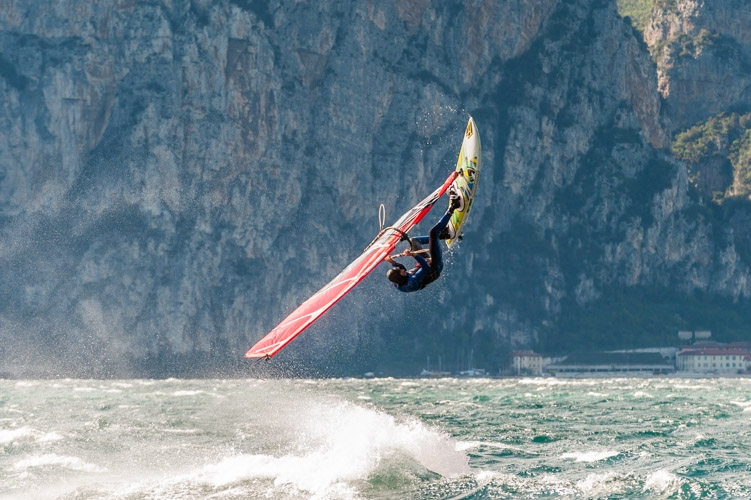 Windsurf back loop