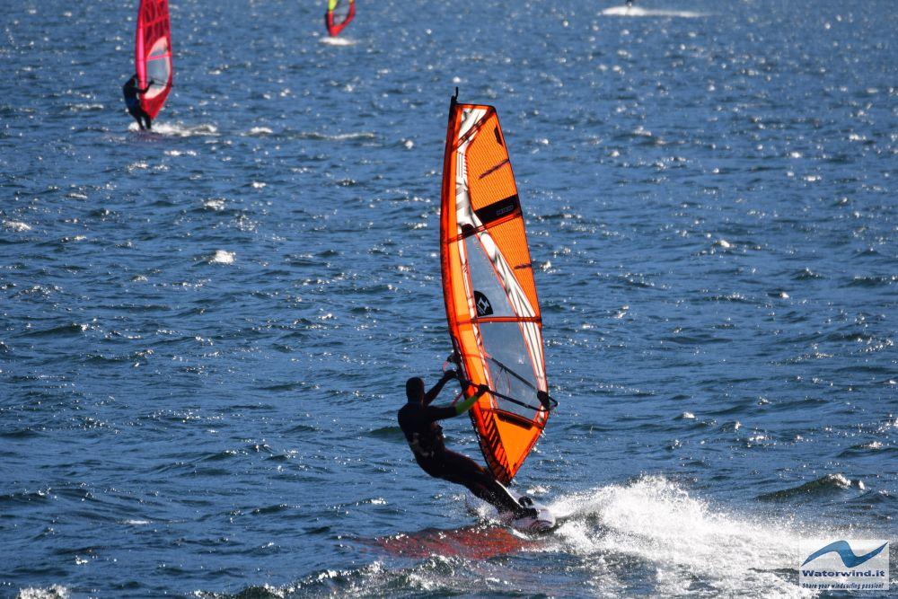 Windsurf_Valmadrera_Lago_Como_3.jpg